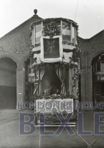 PHBOS_2_1072 Bexley Peace tram, Broadway, Bexleyheath1918