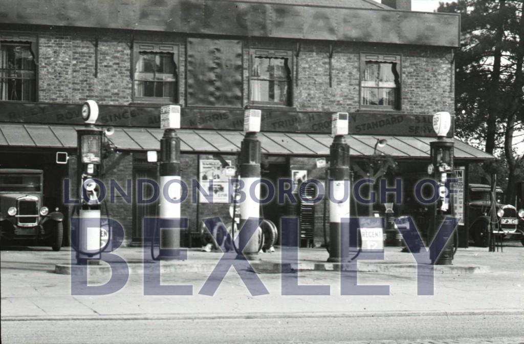 Petrol pumps, Park View Road, Welling c1910