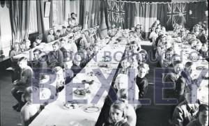 PHBOS_2_948 Hurst residents children's treat 1951