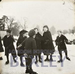 PHBOS_2_973 DansonLake skaters 1895