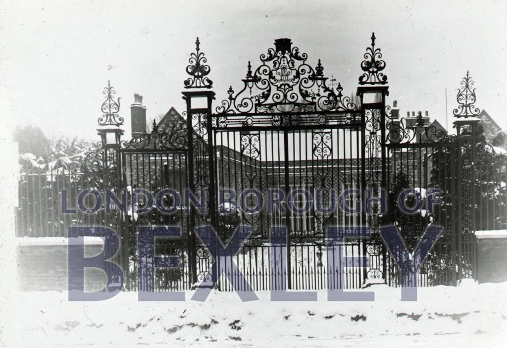 Hall Place gates 1900