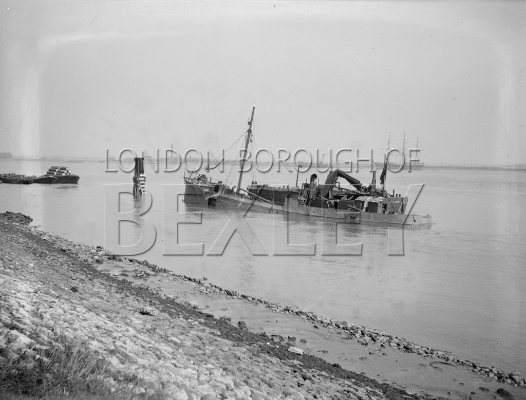 Unidentified Shipping Accident on River Thames at Erith