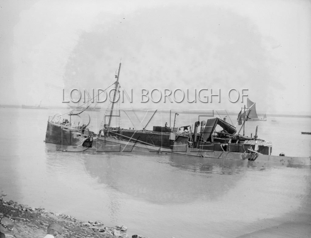 Unidentified Shipping Accident on the River Thames at Erith