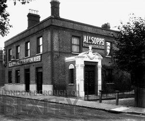 DEW001 Railway Tavern, Alma Road, Sidcup c.1900