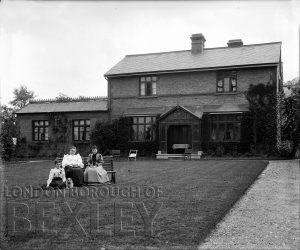 DEW022 The Tolhurst Family, The Grange, Sidcup c.1900