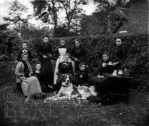 DEW056 Group photograph in Garden c.1900