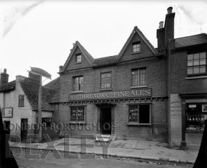 DEW059 Red Lion Public House, High Street, Foots Cray c.1900