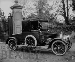 DEW062 Motor Car Leaving Foots Cray Place c.1900