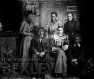 DEW068 Formal Family Portrait c.1900