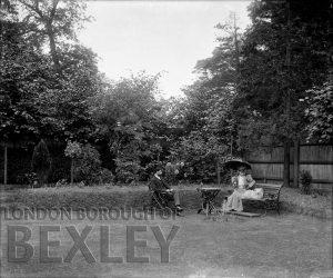 DEW070 Lady and Gentleman in Garden c.1900