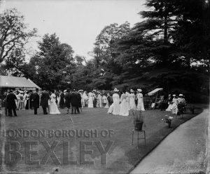 DEW071 Garden Party c.1900