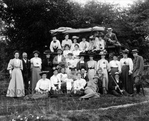 DEW073 Outdoor Family Portrait c.1900