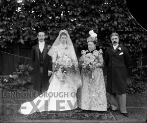 DEW076 Family Wedding Portrait c.1900