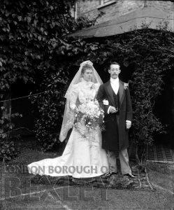 DEW088 Portrait of Bride and Groom c.1900