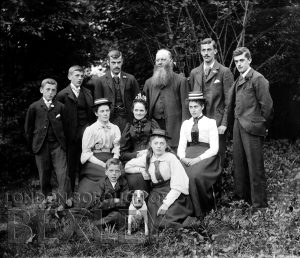 DEW096 Family Portrait c.1900