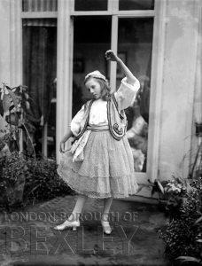 DEW132 Young Girl Dancing c.1900