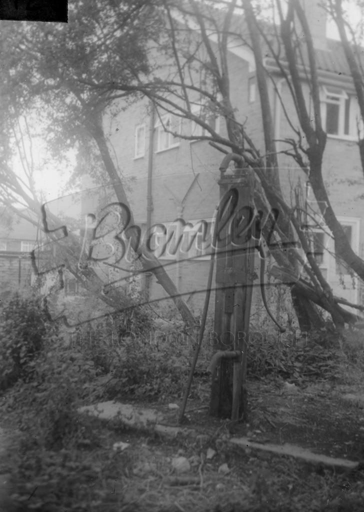 The Pump – Main Road, Farnborough, Farnborough 1941