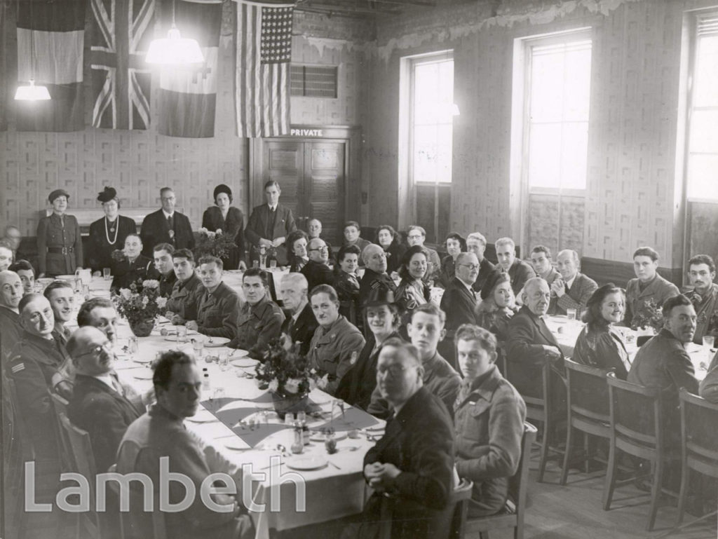 FRENCH FORCES VISIT, TOWN HALL, BRIXTON : WORLD WAR II