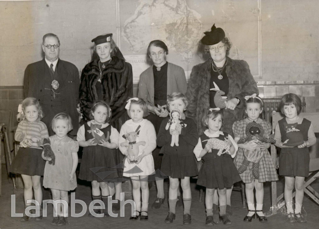 DISTRIBUTION OF TOYS , SUDBOURNE ROAD SCHOOL : WORLD WAR II
