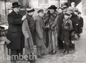 DISTRIBUTION OF GIFTS, LAMBETH : WORLD WAR II