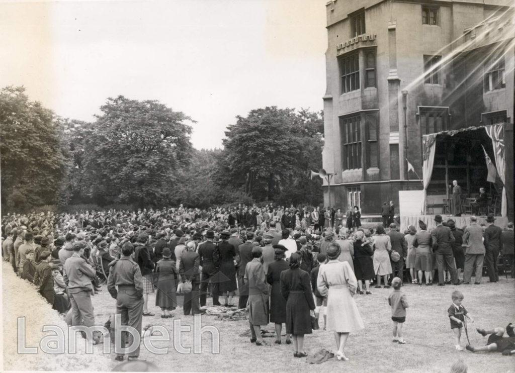 GARDEN PARTY AT LAMBETH PALACE,  LAMBETH : WORLD WAR II