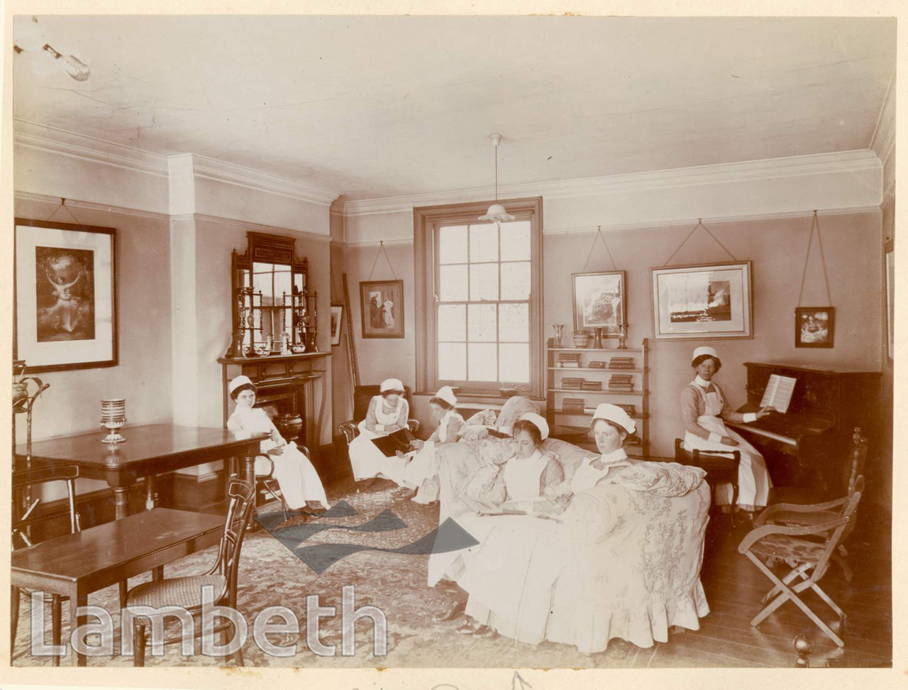 ROYAL WATERLOO HOSPITAL, WATERLOO: NURSES SITTING ROOM