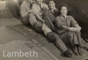 WOMEN'S RAF MAINTENANCE CREW: WORLD WAR II