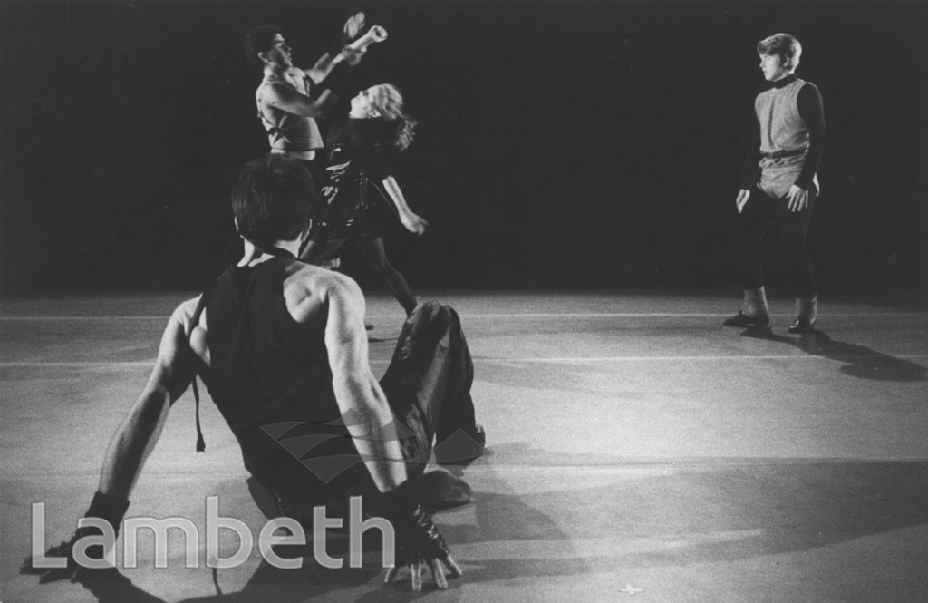 CONTEMPORARY YOUTH DANCE PERFORMANCE