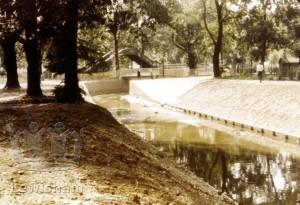 River Ravensbourne Earth & Concrete Channels In Ladywell Fields
