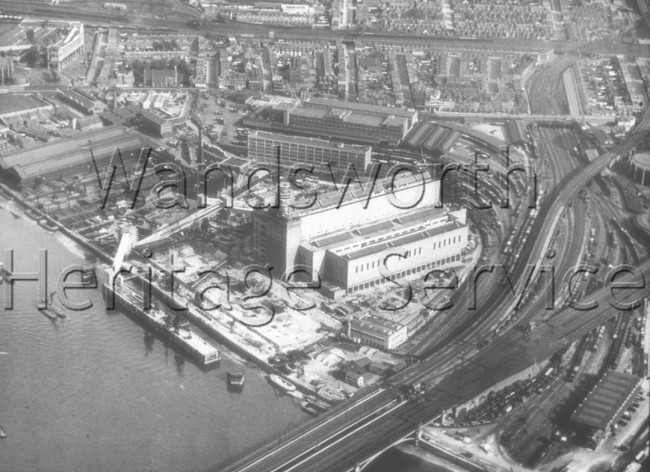 Riverside: Grosvenor Railway Bridge and Battersea Power Station in course of construction (no chimneys), –  C1930