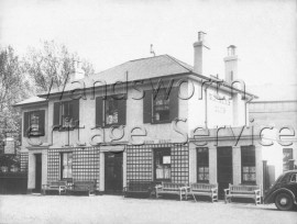 The Telegraph Arms, Putney Heath  –  C1947
