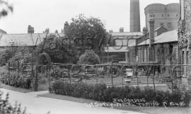 Grove Hospital gardens
