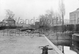 River Wandle, lock on the River Wandle