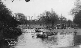 Tooting Bec Common (view of the lake with rowing boats)
